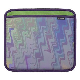 Wellen von Grünem und von Lila iPad Sleeve