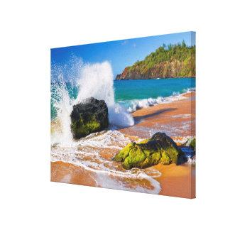 Wellenabbruch auf dem Strand, Hawaii Leinwanddruck