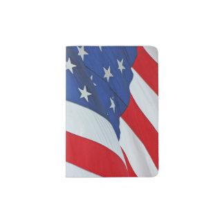 Wellenartig bewegende amerikanische Flagge Passhülle