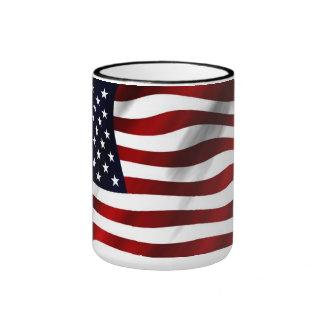 Wellenartig bewegende amerikanische Flagge Ringer Tasse