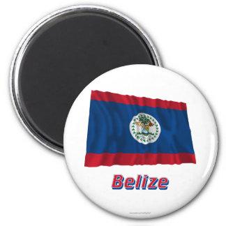 Wellenartig bewegende Flagge Belizes mit Namen Runder Magnet 5,7 Cm