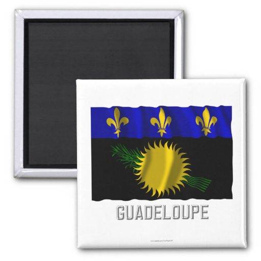 Wellenartig bewegende Flagge Guadeloupes mit Namen Kühlschrankmagnete