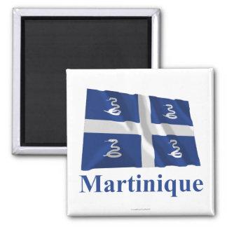 Wellenartig bewegende Flagge Martiniques mit Namen Quadratischer Magnet