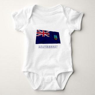 Wellenartig bewegende Flagge Montserrats mit Namen Baby Strampler