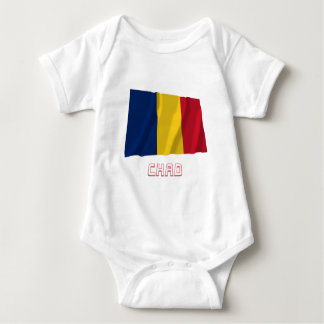 Wellenartig bewegende Flagge Tschads mit Namen Baby Strampler