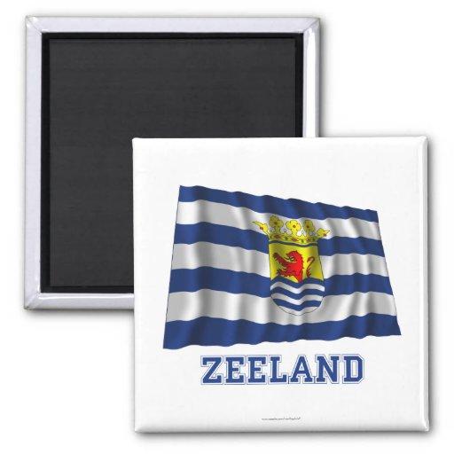 Wellenartig bewegende Flagge Zeelands mit Namen Magnets