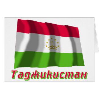 Wellenartig bewegende Tadschikistan-Flagge mit Karte