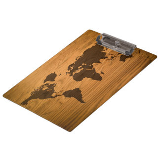 Weltkarte auf hölzernem Korn Klemmbrett