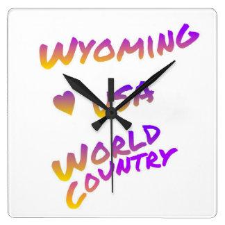 Weltland Wyomings USA, bunte Textkunst Quadratische Wanduhr