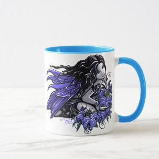 Wenig blaue Tätowierung Lilly Tasse