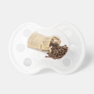 Wenig Sackleinen mit Kaffeebohnen Schnuller