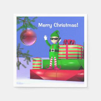 Wenig Weihnachtself stehend auf Geschenken Serviette