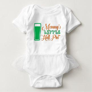 Wenigen halben das Liter-St Patrick der Mama Tag Baby Strampler