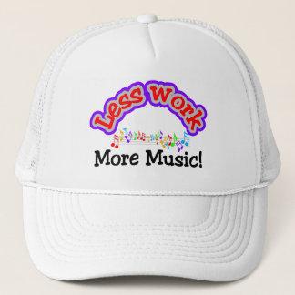 Weniger Arbeit, mehr Musik T - Shirts und Truckerkappe