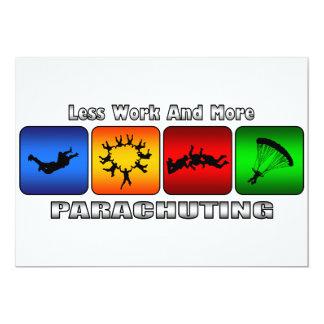 Weniger Arbeit und mit Fallschirm abspringend 12,7 X 17,8 Cm Einladungskarte