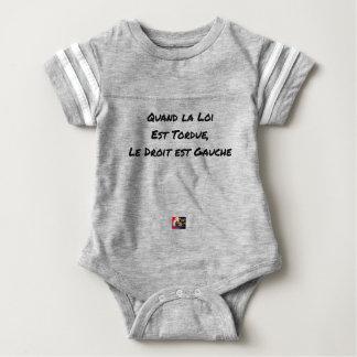 WENN DAS GESETZ VERDREHT WIRD, IST DAS RECHT LINK BABY STRAMPLER