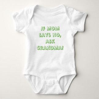 Wenn Mamma nein sagt, fragen Sie Großmutter! Baby Strampler