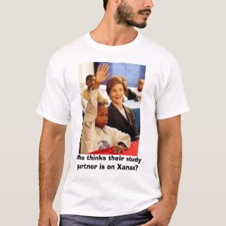 Wer denkt, dass ihr Studienpartner auf Xanax ist? T-Shirt
