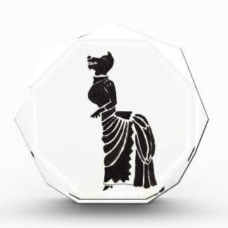 Werewolf in einem extravaganten Kleid Acryl Auszeichnung