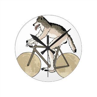 Werewolf-Reitfahrrad mit Vollmond-Rädern Runde Wanduhr