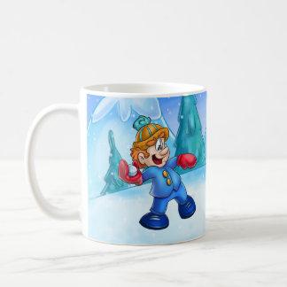 werfender Schneeball des niedlichen Cartoonjungen Kaffeetasse
