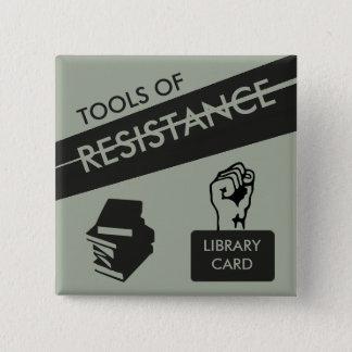 Werkzeuge des Widerstands: Bibliotheksausweis u. Quadratischer Button 5,1 Cm