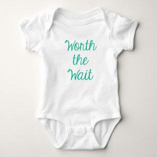 Wert die Wartezeit Baby Strampler