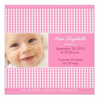 Wertvolle Gingham-(rosa) Geburts-Mitteilung Personalisierte Einladungskarte