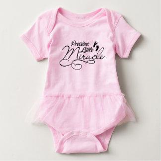 Wertvolles kleines Wunder Baby Strampler