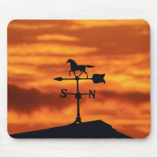 Wetterfahne am Sonnenuntergang Mousepad