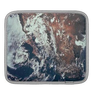 Wettergeschehen über Erde Sleeves Für iPads