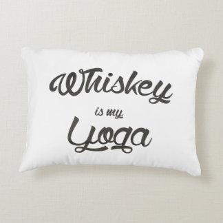 Whisky ist mein Yoga Deko Kissen