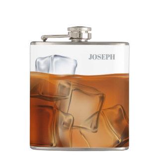 Whisky mit Eishintergrundflasche Flachmann