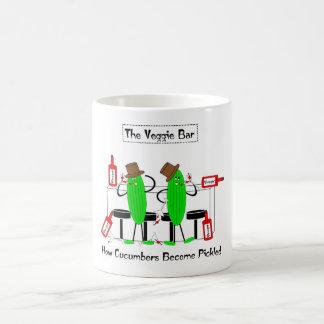 Wie Gurken in Essig eingelegt werden Kaffeetasse