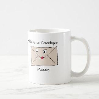 Wie man richtig eine Umschlag-Tasse adressiert Kaffeetasse