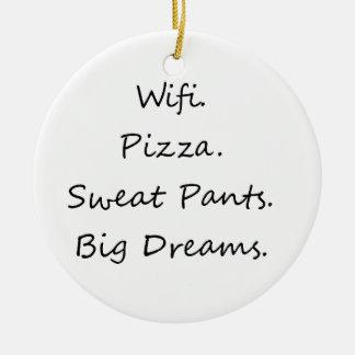 Wifi. Pizza. Trainingshose. Große Träume Rundes Keramik Ornament