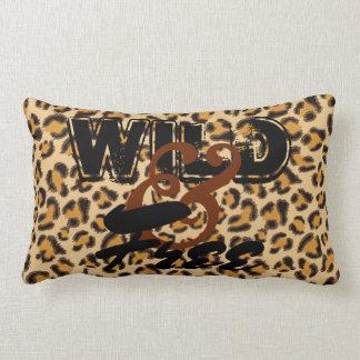 Wild und geben Sie - Leopard-Druck frei Lendenkissen