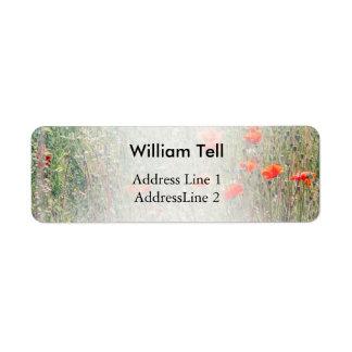 Wildblume-Feld und rotes Mohnblumen-Blühen Kleiner Adressaufkleber
