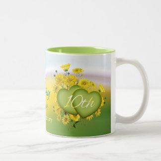 Wildblume-Herz-10. Hochzeits-Jahrestags-Party Zweifarbige Tasse