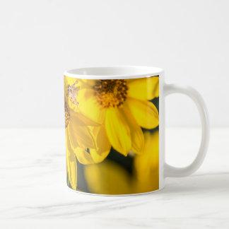Wildblume mit Biene Kaffeetasse