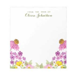 Wildblume vom Schreibtisch des Notizblock