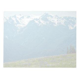 Wildblumen und Berge Notizblock