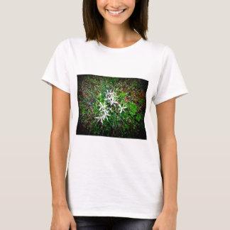 Wilde Lilien Makro T-Shirt