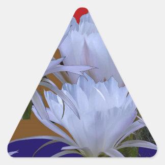 Wilde weiße Lilly Blume:  Fantastische Welt der Dreieckiger Aufkleber