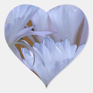 Wilde weiße Lilly Blume:  Fantastische Welt der Herz-Aufkleber