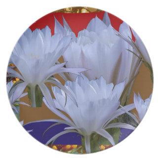 Wilde weiße Lilly Blume:  Fantastische Welt der Melaminteller