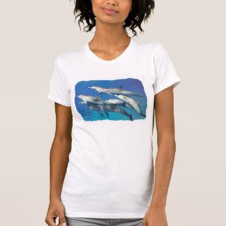 wilder gepunkteter Delphin T Shirts