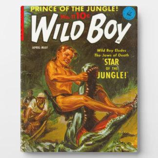 Wilder Junge wringt ein Krokodil Fotoplatte
