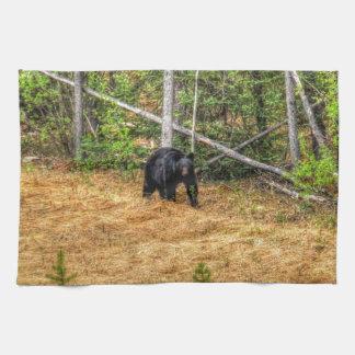 Wilder schwarzer Bär u. Yukon-WaldFoto-Kunst Geschirrtuch