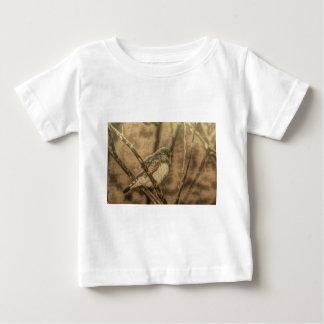 wilder Vogel der Vogelbeobachtungwildnis-Baumaste Baby T-shirt